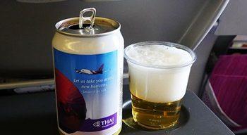 機内,ビール